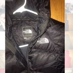 The North Face hooded vest- 550